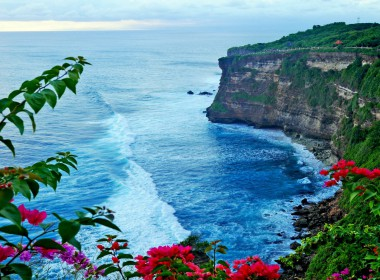 Sea-Coast-Pura-Luhur-Uluwatu-Temple-in-Bali-Indonesia-HD-Wallpaper-2560x1600-1440x900
